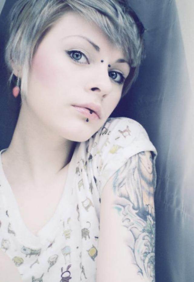 Sexy Earl Piercing And Vertical Labret With Black Barbells