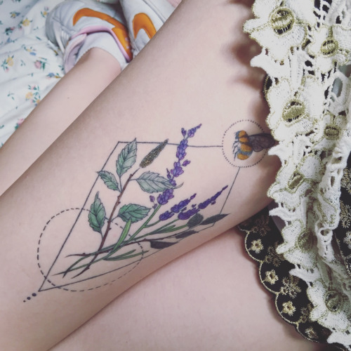 Lovely Small Bee Flower Leaf Tattoo Made On Girl Thigh