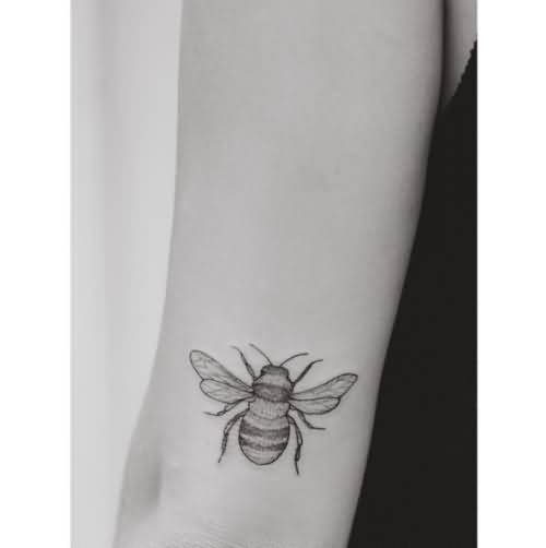 Most Amazing Small Bee Tattoo Idea For Back Sleeve
