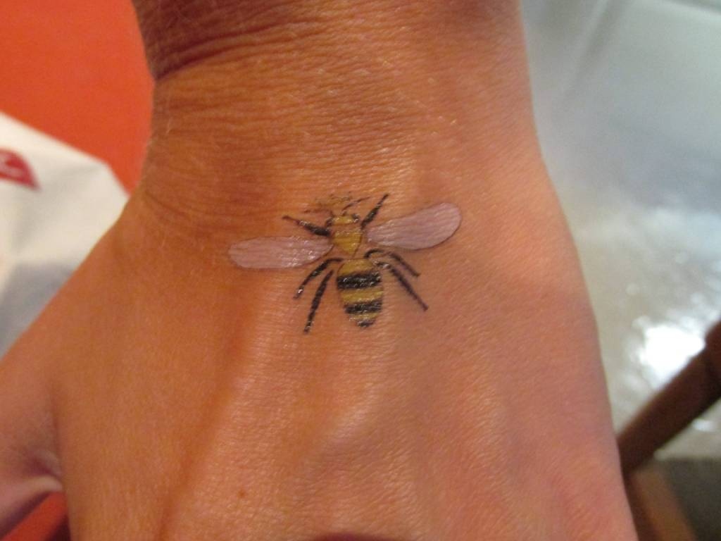 Coolest animated bee tattoo design made on hand segerios for Small bee tattoo
