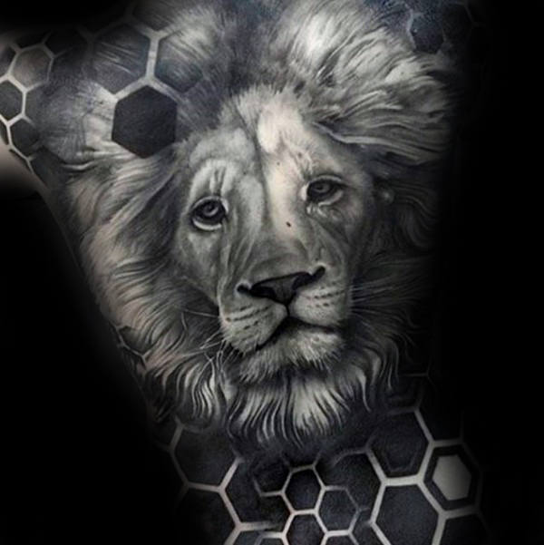 Attractive Lion Back Tattoos Ideas